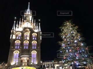 夜に時計塔が点灯するの写真・画像素材[2342545]