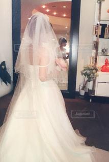 白いドレスを着た人の写真・画像素材[2459296]