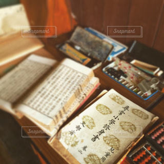 昔の教科書や文房具の写真・画像素材[2828319]