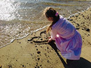 女性,海,ワンピース,砂,ビーチ,夕方,ハート,若い,マーク