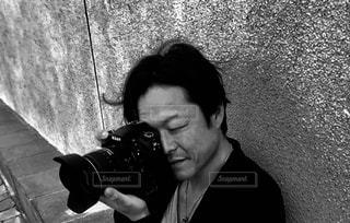 携帯電話で話している男の写真・画像素材[2273503]