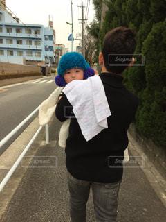 パパに抱っこされてる赤ちゃんの写真・画像素材[2280557]