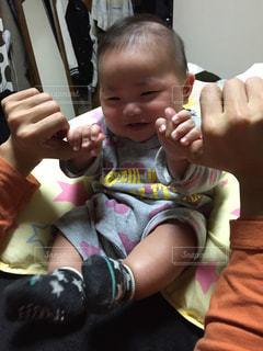 パパと遊ぶ赤ちゃんの写真・画像素材[2329101]