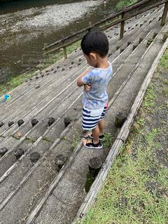 川でポーズの写真・画像素材[2617258]