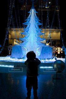 屋内,大阪,子供,シルエット,イルミネーション,ライトアップ,キラキラ,クリスマス,梅田,装飾,デート,グランフロント,おでかけ,3歳,フォトジェニック,グランフロント大阪,写真映え,クリスマス ツリー