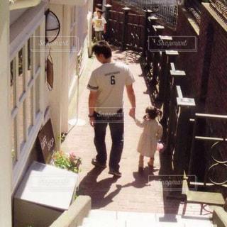 家族,屋外,階段,親子,散歩,樹木,石畳,レジャー,思い出,娘,石段,異人館,想い出,お出かけ,親娘,愛しい日々