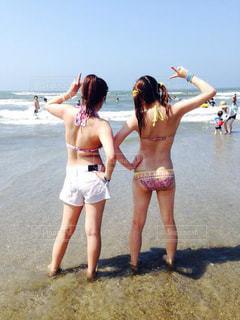 浜辺で友達と💓の写真・画像素材[2328405]