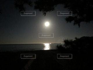 風景,アウトドア,海,夜,夜空,屋外,砂浜,散歩,月