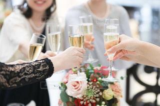 女性,飲み物,花,結婚式,女の子,グラス,乾杯,披露宴,ドリンク,シャンパン,装花,祝福,ドレスコード,幸せのおすそ分け