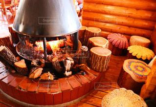 暖炉が素敵なカフェの写真・画像素材[2871557]
