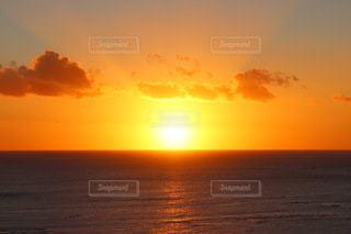 海に沈む夕日の写真・画像素材[3395256]