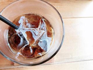 コーヒーとミルクが混ざり合う瞬間の写真・画像素材[3490665]