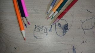 テーブルの上の鉛筆の写真・画像素材[2286002]
