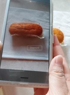 食べ物をスマホで撮影の写真・画像素材[2287803]
