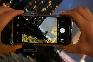 携帯電話を持つ手の写真・画像素材[2283391]