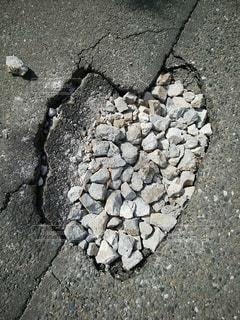 ハート型の道路の陥没の写真・画像素材[2274501]