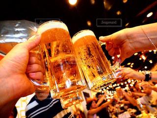 夏,自撮り,手,人物,セルフィ,セルフィー,人,キラキラ,ビール,乾杯,飲み会,ドリンク,パーティー,ライフスタイル,カンパイ,セルフショット
