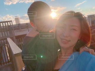 自撮り,親子,セルフィー,屋上,夕陽,空の下