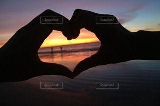 恋人,友だち,2人,空,LOVE,ビーチ,夕暮れ,シルエット,ハート,夕陽,ラブ,sunset,バリ島,kutabeach