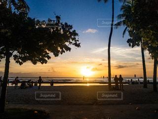 ワイキキビーチの夕暮れの写真・画像素材[2870860]