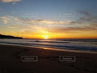 自然,風景,海,空,太陽,朝日,砂,ビーチ,雲,砂浜,水面,海岸,正月,お正月,日の出,新年