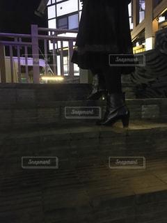 秋の夜のブーツの写真・画像素材[2762046]