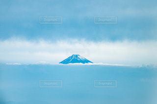 空から撮った青い富士山の写真・画像素材[2290421]