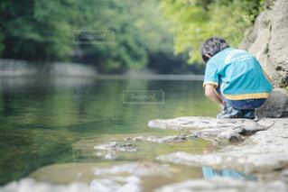 夏の川遊びの写真・画像素材[2292034]