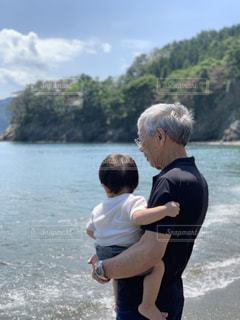 おじいちゃんと孫の写真・画像素材[2459485]