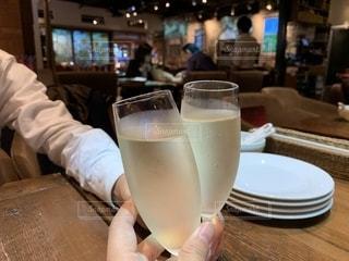 グラス,誕生日,乾杯,ドリンク,シャンパン,家族でお祝い,シャンパングラス,誕生日祝い,お洒落なレストラン,乾杯シーン
