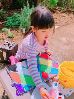 イラスト,カラフル,絵の具,女の子,野外,5歳,おえかき,モザイク画,お絵かき