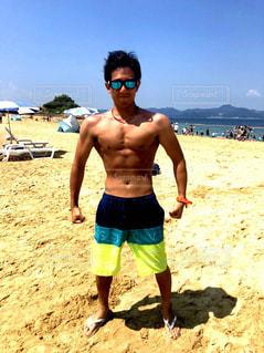 20代,海,水着,男,浜辺,筋肉,腹筋,筋トレ,マッチョ,くびれ,減量