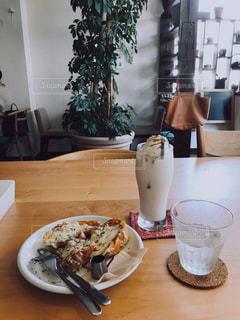カフェでひと休みの写真・画像素材[2301004]