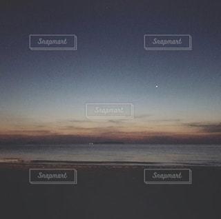 夜のお散歩の写真・画像素材[2329108]