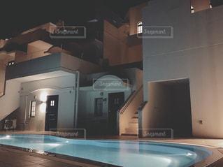 ヴィラサントリーニの夜の写真・画像素材[2417471]