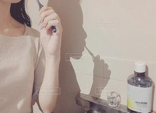 歯を磨く女性の写真・画像素材[2438364]