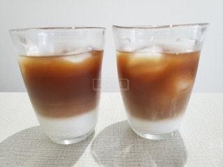 飲み物,インテリア,コーヒー,水,氷,ガラス,コップ,食器,カフェラテ,カフェオレ,おうちカフェ,ドリンク,ライフスタイル
