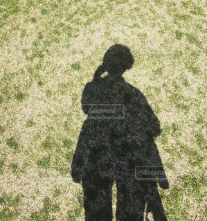 自撮り,芝生,屋外,影,セルフィー