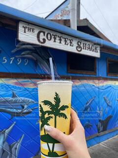 ショップ,青,標識,手持ち,人物,人,絵画,コーヒーショップ,ハワイ,ポートレート,ハワイ島,落書き,ライフスタイル,手元,テキスト,コナコーヒー