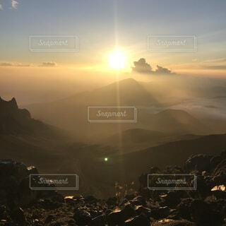 自然,空,屋外,太陽,朝日,雲,霧,丘,正月,お正月,ハワイ,日の出,高原,群れ,新年,初日の出,斜面,ライン,マウイ島,ハレアカラ,山腹