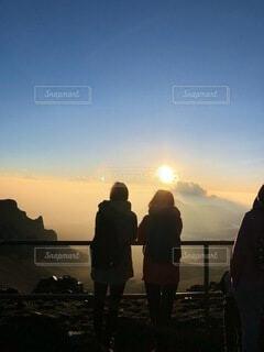 風景,空,朝日,ビーチ,雲,水面,人,正月,お正月,ハワイ,日の出,新年,初日の出,日中,マウイ島,ハレアカラ