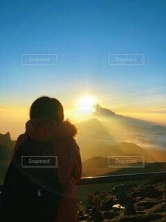 男性,風景,空,屋外,朝日,雲,霧,山,人,正月,お正月,ハワイ,日の出,ハイキング,新年,初日の出,マウイ島,ハレアカラ
