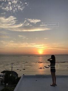 自然,海,空,屋外,太陽,朝日,ビーチ,雲,海岸,沖縄,人,正月,お正月,日の出,新年,初日の出
