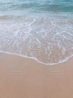 波打ち際の写真・画像素材[2328589]