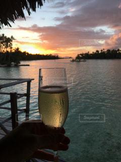海,夕日,ワイン,グラス,ビール,乾杯,夕陽,ドリンク,シャンパン,サンセット,手元