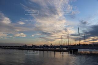 ヨットハーバーの夕暮れの写真・画像素材[2435963]