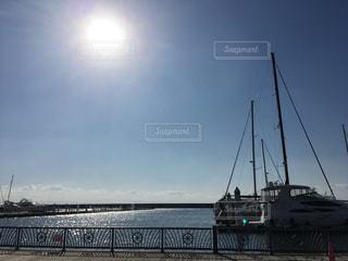 海,空,太陽,青空,青,水面,光,キラキラ,ヨット,水上バイク