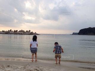 家族旅行で白浜海岸の写真・画像素材[2329242]