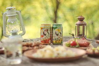キャンプでハイボールと美味しい料理を堪能🏕🍻♪の写真・画像素材[4402698]