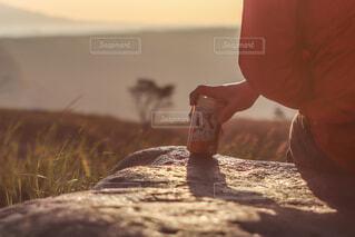 大自然の絶景をつまみにハイボールは至福🏕🏔🌄✨の写真・画像素材[4402740]